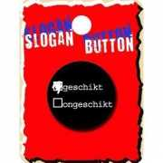 Zwarte slogan button Ongeschikt
