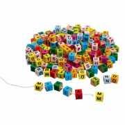 Houten letter blokjes gekleurd