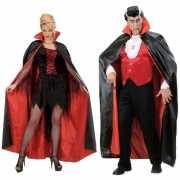 Zwart met rode cape van satijn