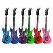 Opblaas gitaar roze 55 cm