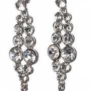Lange oorbellen met diamantjes