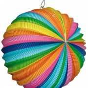 Ronde lantaarn in regenboog kleuren