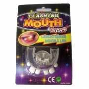 Lichtgevend gebitje met scheve tanden tanden
