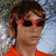 Oranje bril met donkere glazen