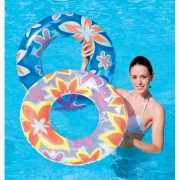 Blauwe zwemring met bloemen
