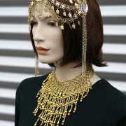 Gouden halsketting met steentjes